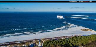 Świnoujście - Zima na plaży wiatrak - Prom Polonia