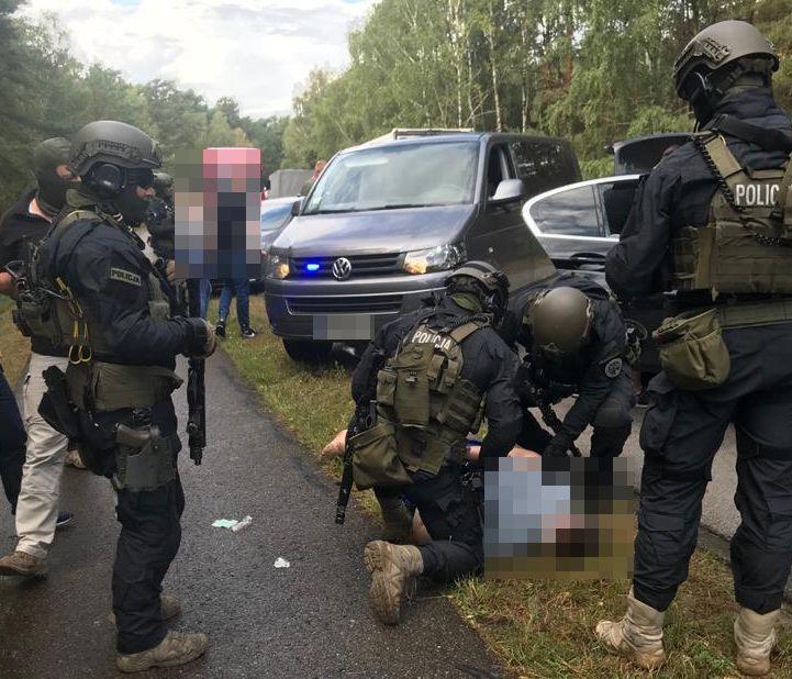 Policja - Kryminalni zatrzymali grupę osób, które zorganizowały kradzież Ferrari wartego ponad milion złotych
