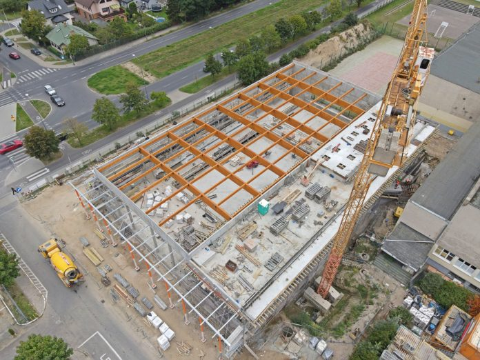 Nowy basen z gotową konstrukcją dachu