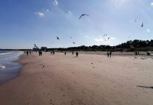 Świnoujście - Byłeś na tej plaży na wakacjach - Zobacz jak wygląda dziś w samo południe